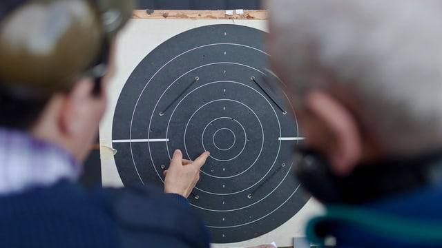 Zielscheibe und Schützen