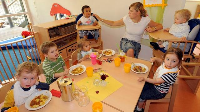 Mittagstisch in Kinderkrippe