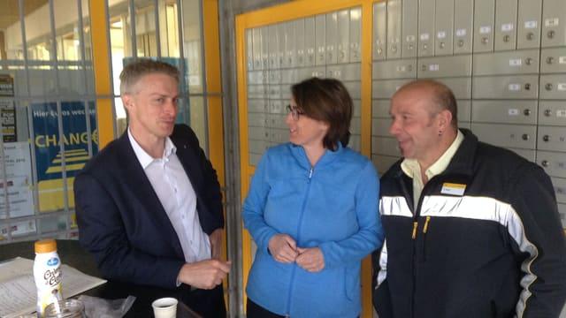 Urs Cadruvi, il secretari da la LR en discurs cun Ursina Solèr e Renato Dosch.