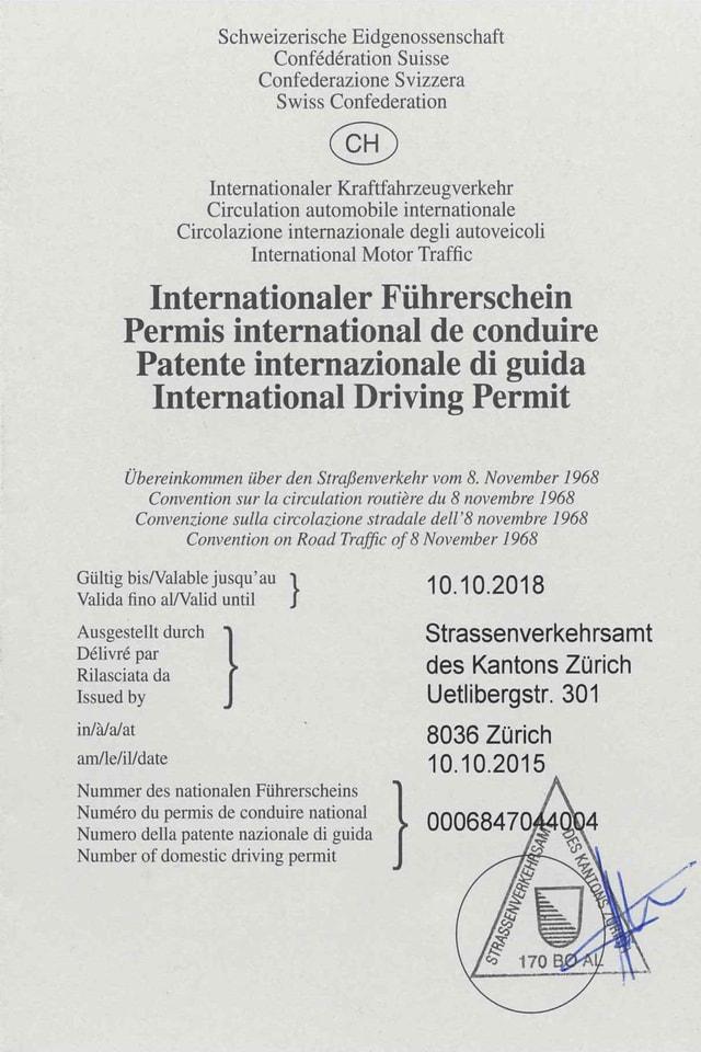grauer, gefalteter Führerschein