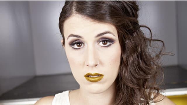 "Manchmal muss goldener Lippenstift als ""yellow"" herhalten."