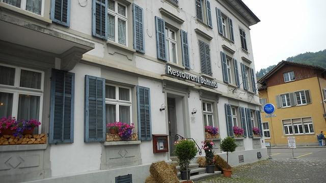 Video «Restaurant Bahnhof in Bauma - Tag 2» abspielen