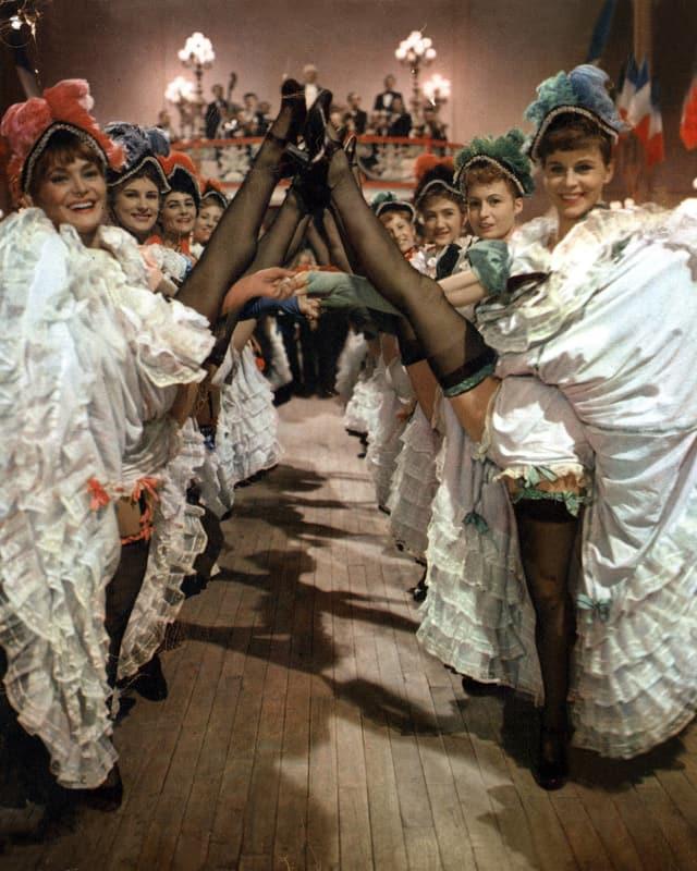 Frauen, die Cancan tanzen.