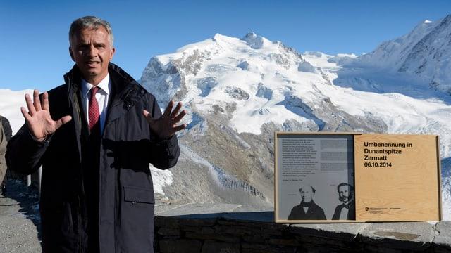 Bundesrat Didier Burkhalter war persönlich dabei, als in Zermatt zu Ehren Henry Dunants ein Berggipfel umgetauft wurde.