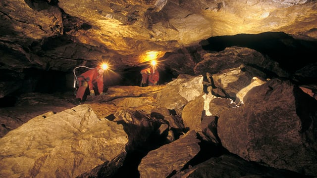 Forscher im Schwyzer Höhlensystem Hölloch.
