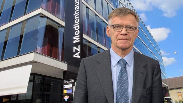 Peter Wanner vor dem AZ Medienhaus mit dem Radiostudio von Radio Argovia (Montage)
