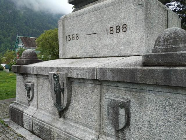 Ein steiniges Denkmal mit der Einschrift 1388.