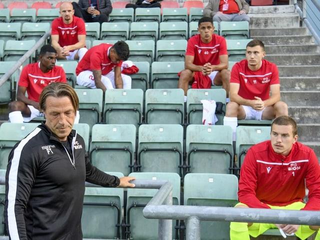 Hängende Köpfe bei Paolo Tramezzani und seinen Spielern.