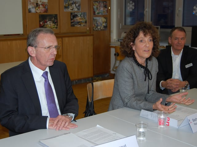 Regierungspräsidentin Barbara Egger, Gesundheitsdirektor Philippe Perrenoud in Zweisimmen.