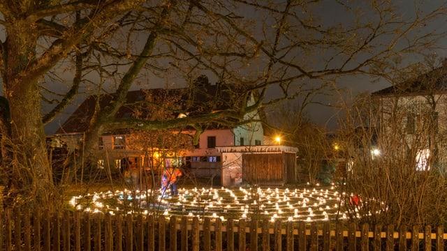 Kerzenlabyrinth im Pfarrgarten