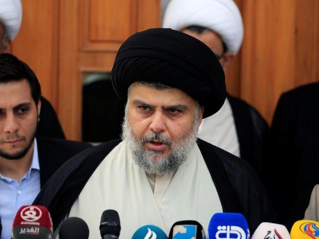 Porträt von Muqtada al-Sadr.