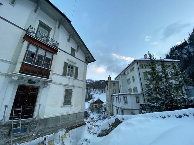 Vista sin la Chas'Alva (sanester) ed il hotel Liun a Mulegns.