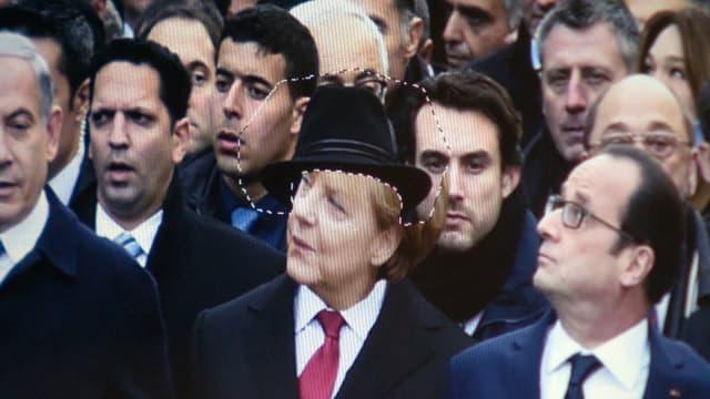 Ein Foto von Politiker wird bearbeitet. Angela Merkels Kopf wird in das Foto hineingefügt.