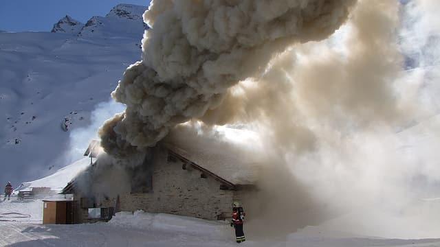 Alphütte in Brand