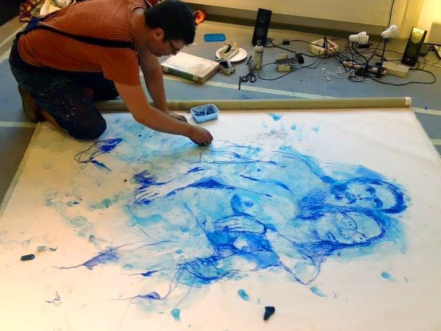 Daniel Eisenhut am Zeichnen.