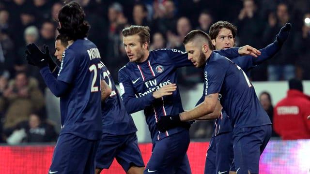 David Beckham und seine Mitspieler bejubeln den Siegtreffer in der 80. Minute.