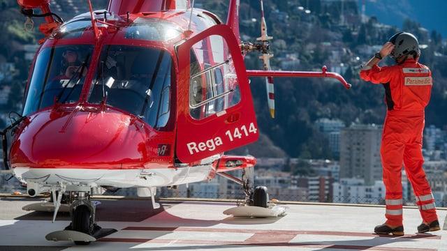 Pilot dasper in helicopter da la Rega.