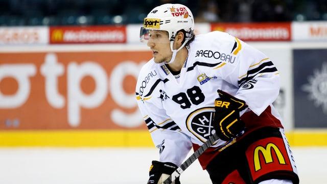 Damien Brunner fährt über das Eis.