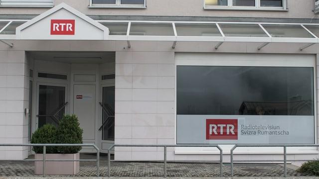 Entrada dal biro da RTR a Mustér.