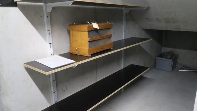 Blick in den Keller, wo die Bienen in Kellerhaft genommen werden.