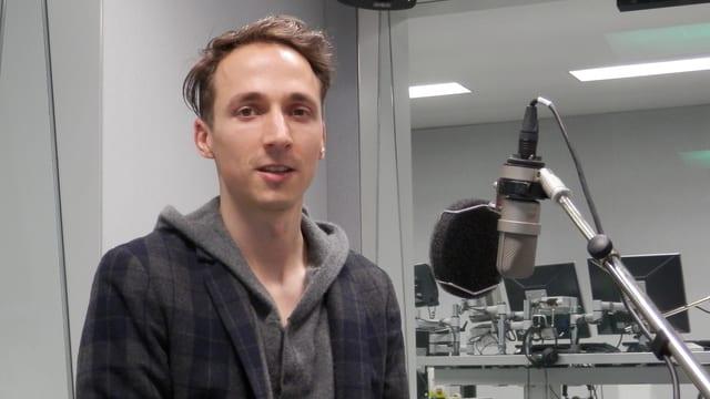 Stefan Guggisberg im Radiostudio Bern.