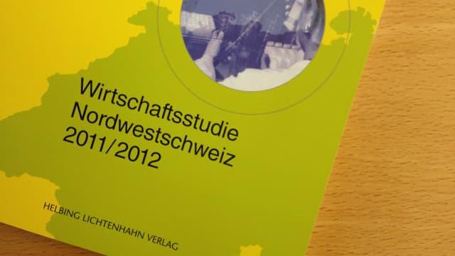 Buchdeckel der Wirtschaftsstudie Nordwestschweiz im Bild