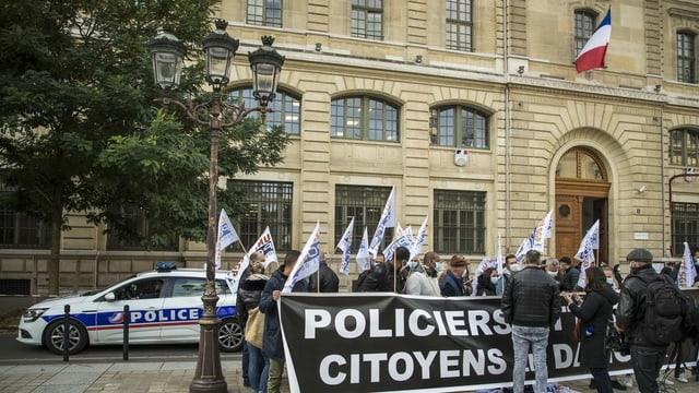 Polizei-Gewerkschafter demonstrieren vor der Polizeipräfektur von Paris