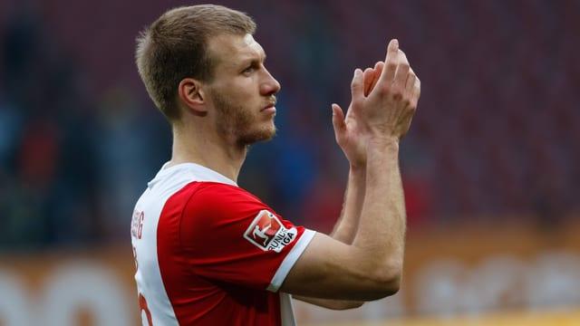 Augsburgs Ragnar Klavan weiss in Deutschland zu überzeugen.
