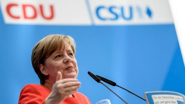 Angela Merkel avant in placat da la CDU/CSU.
