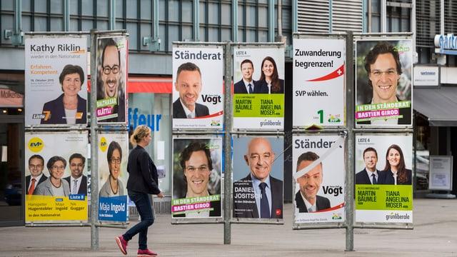 Wahlplakat-Wand in Zürich