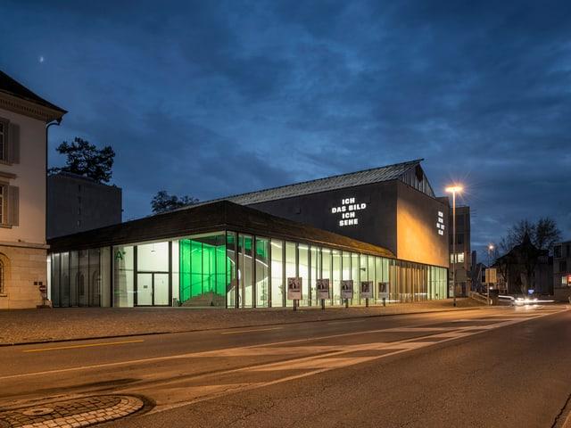 Das Kunstmuseum beim Eindunkeln.