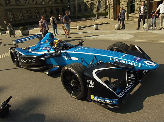 Der blaue Elektro-Rennwagen.