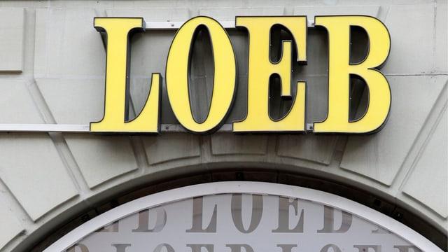 Das Logo an der Fassade der Berner Warenhaus-Gruppe Loeb.