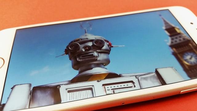 Foto eines humanoiden Roboters auf Handydisplay.