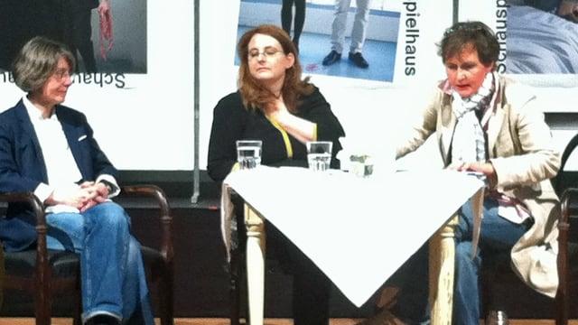 Die drei Chefinnen des Zürcher Schauspielhauses bei der Präsentation des Spielplans für die neue Saison.