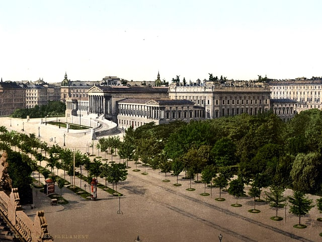 Parlamentsgebäude, rechts davon ein Park.