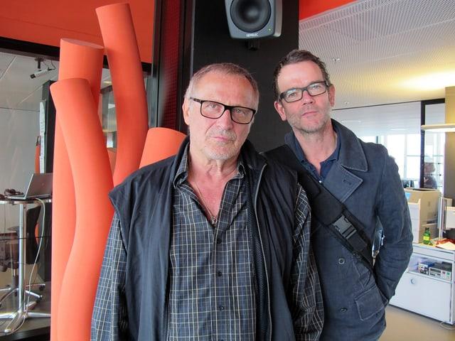 Konstantin Wecker mit dem Pianisten, der ihn diesen Monat auf Tour begleitet.