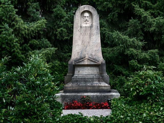 Grabstein von Gottfried Keller auf dem Sihlfeldfriedhof in Zürich.