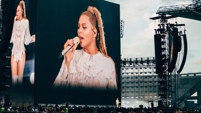 Beyoncé im Grossformat - auf der Leinwand - bei Konzert in Dublin