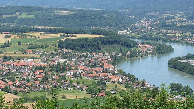 Rhein und das Dorf Wallbach