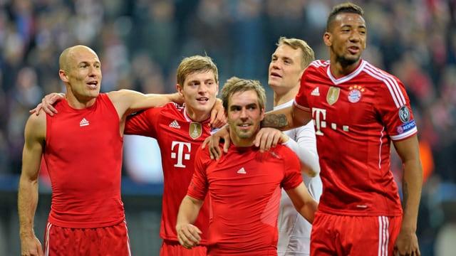 Die Bayern-Spieler jubeln.