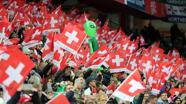 Die Schweizer Fans im St. Jakob-Park