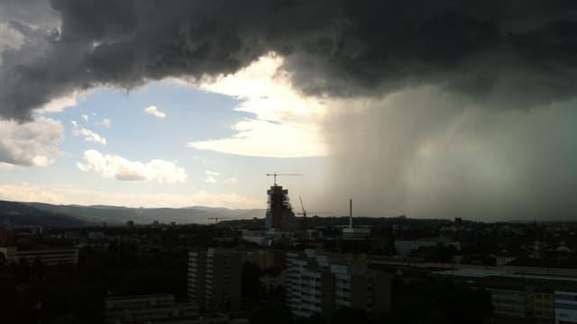 Regenvorhang über Basel.