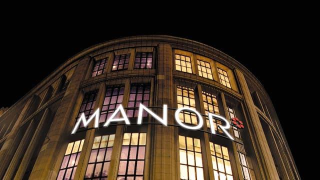 Fassade des Warenhauses Manor an der Zürcher Bahnhofstrasse