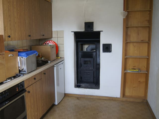 Küche in Arbeiterwohnung, ausgeräumt aber noch nicht fertig zurückgebaut