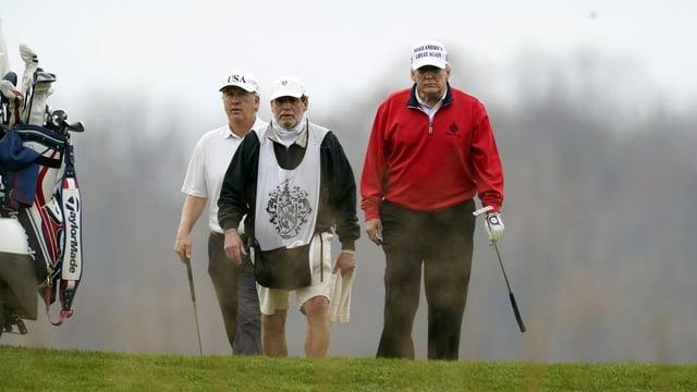 Trump beim Golfen.