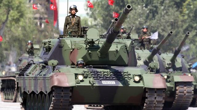 Tancs da l'armada tirca.