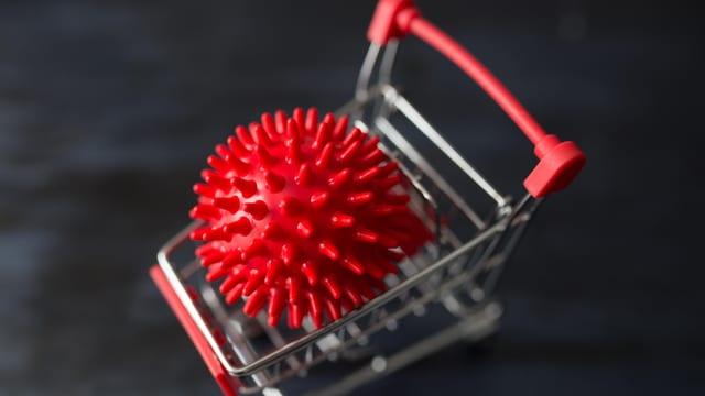 Einkaufswagen mit Virus drin