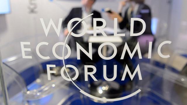 Ina porta da vaider cun si il logo dal WEF