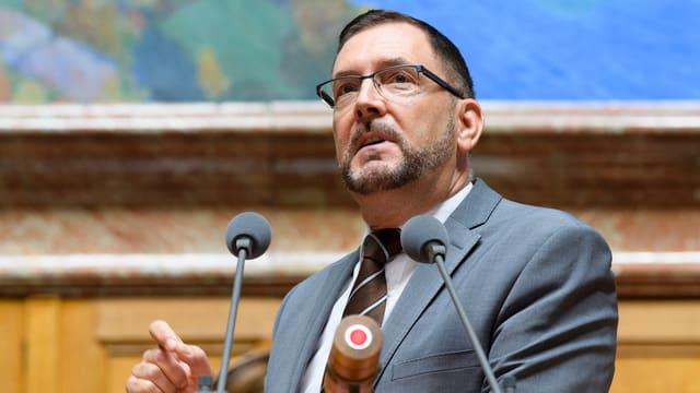 FDP-Nationalrat Hans-Peter Portmann redet im Parlament
